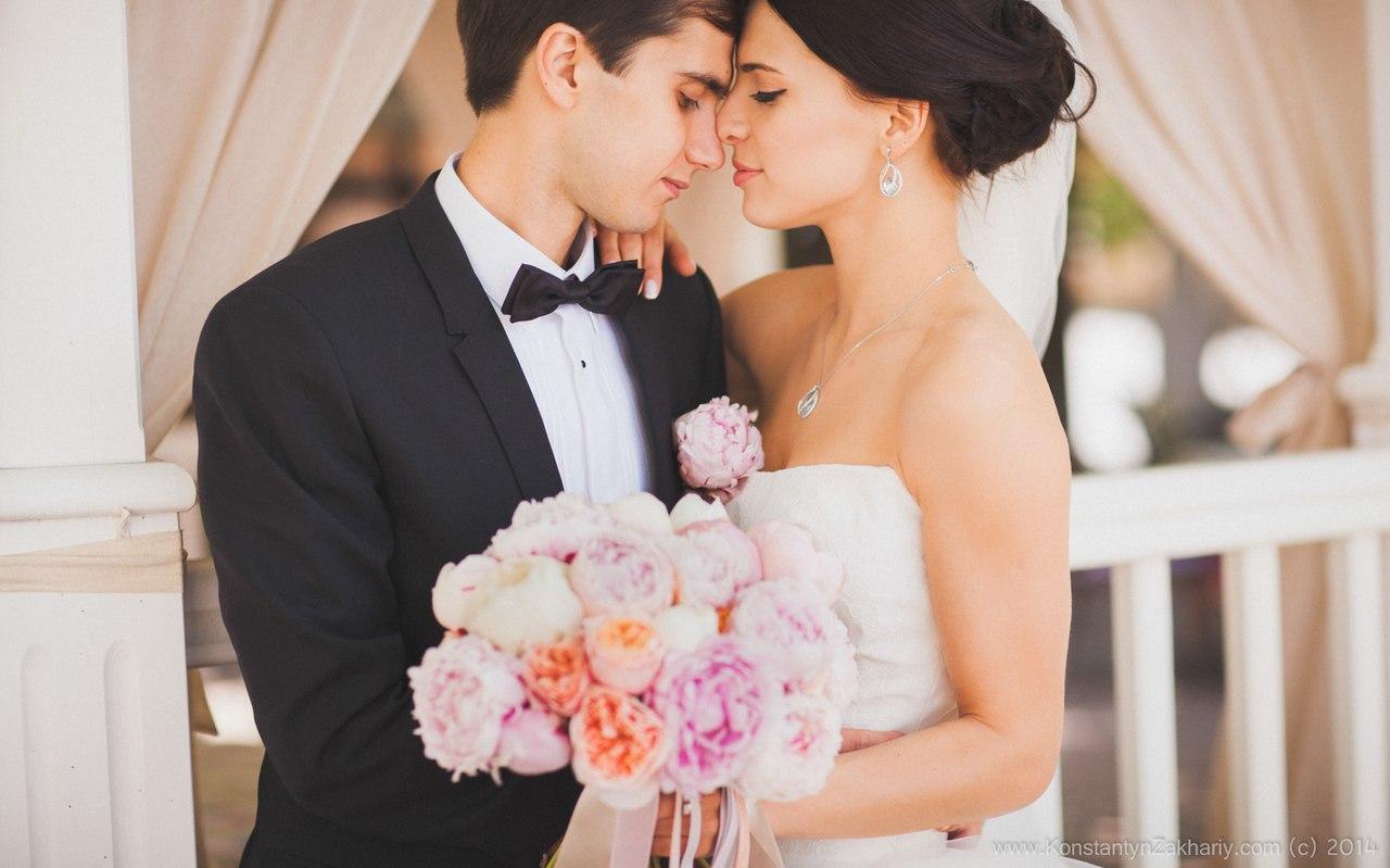 Молодожены держащие букет невесты фото Николаев