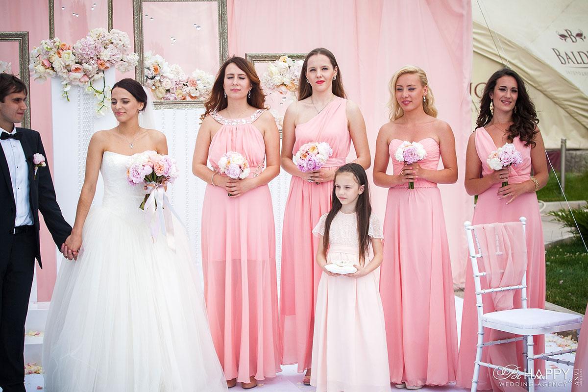 Фото молодоженов и подружек невесты в розовых платьях свадьба Николаев