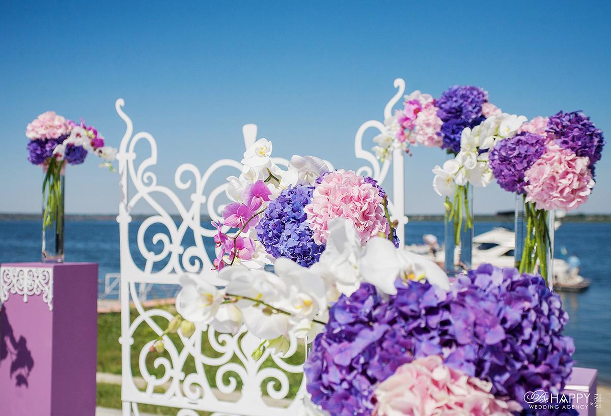 Оформление свадебного интерьера живыми гортензиями