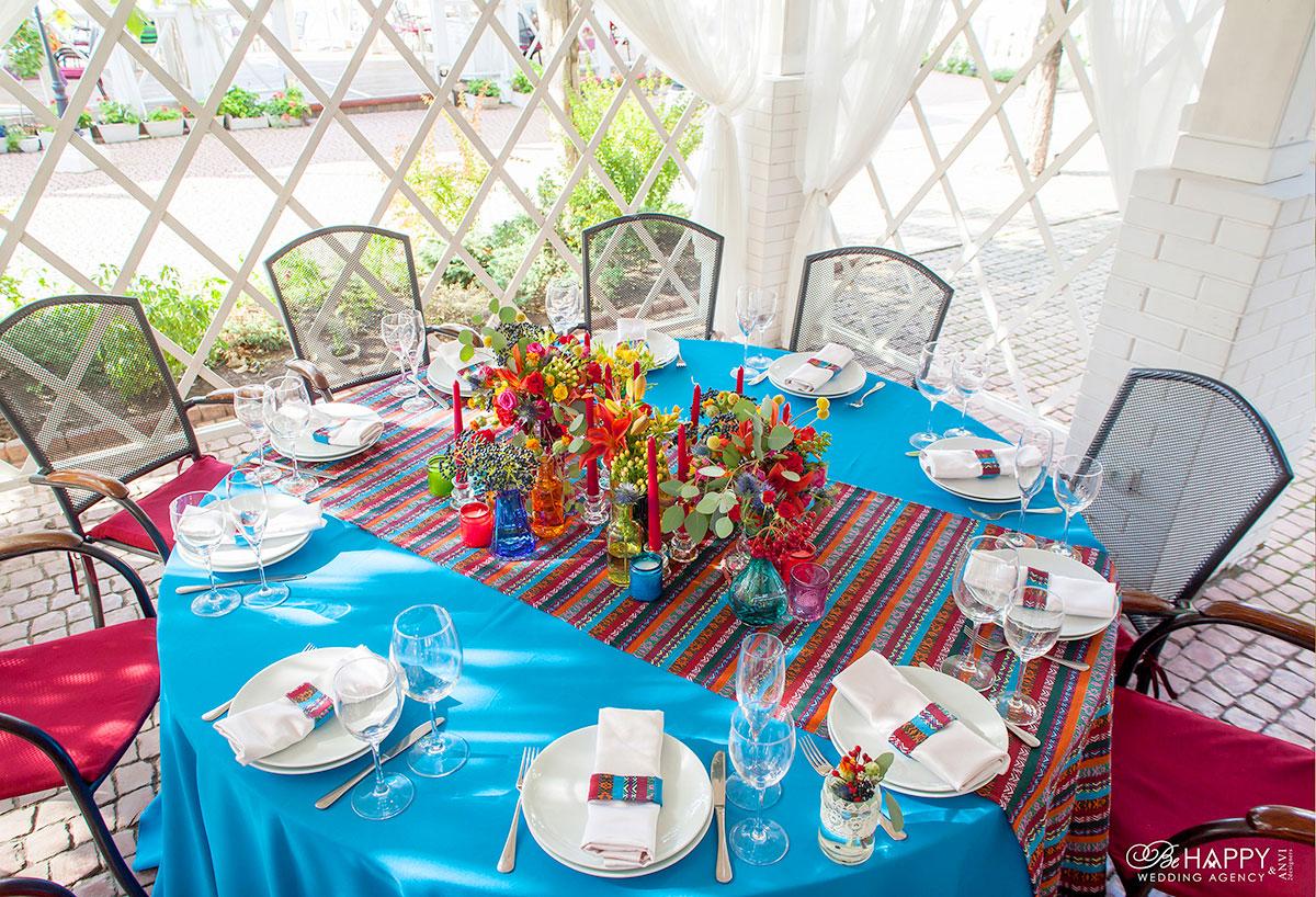 Фото декоративного оформления стола для гостей свадебной церемонии Би Хеппи Николаев