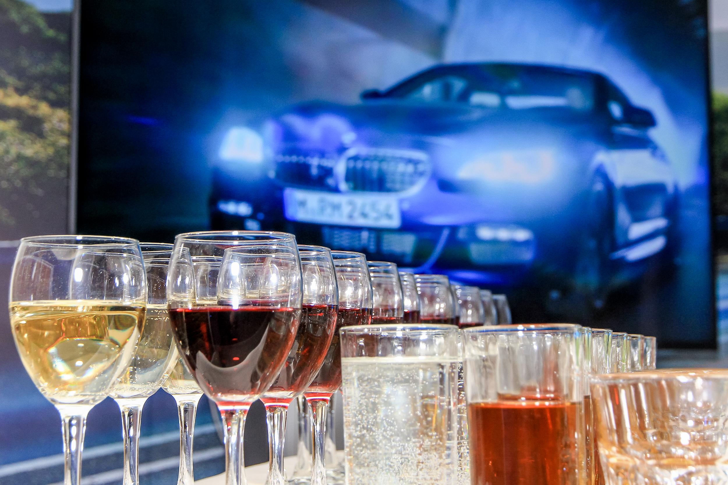Оформление барной стойки для корпоративной вечеринки БиХеппи