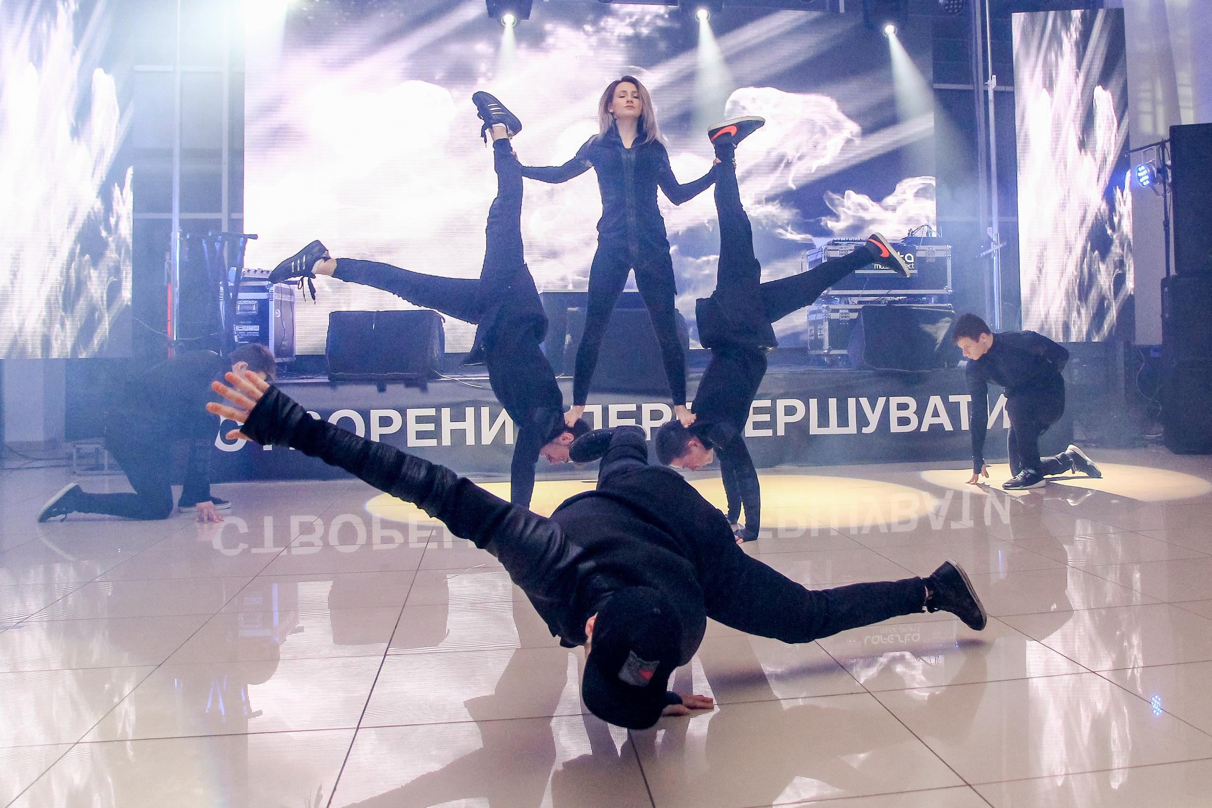 Брейк данс в исполнении танцоров на презентации BMW Николаев
