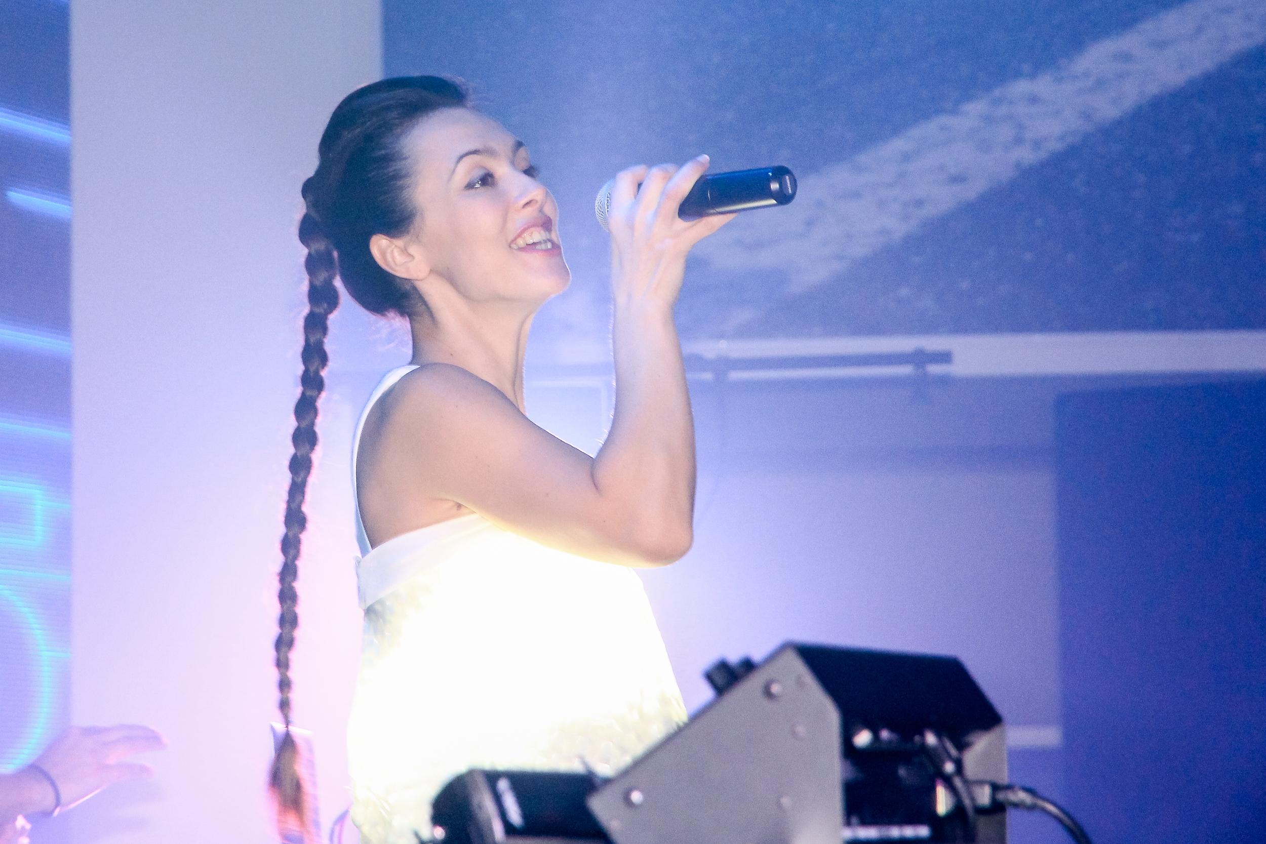 Сольная партия певицы на презентации BMW 5-Серии Николаев