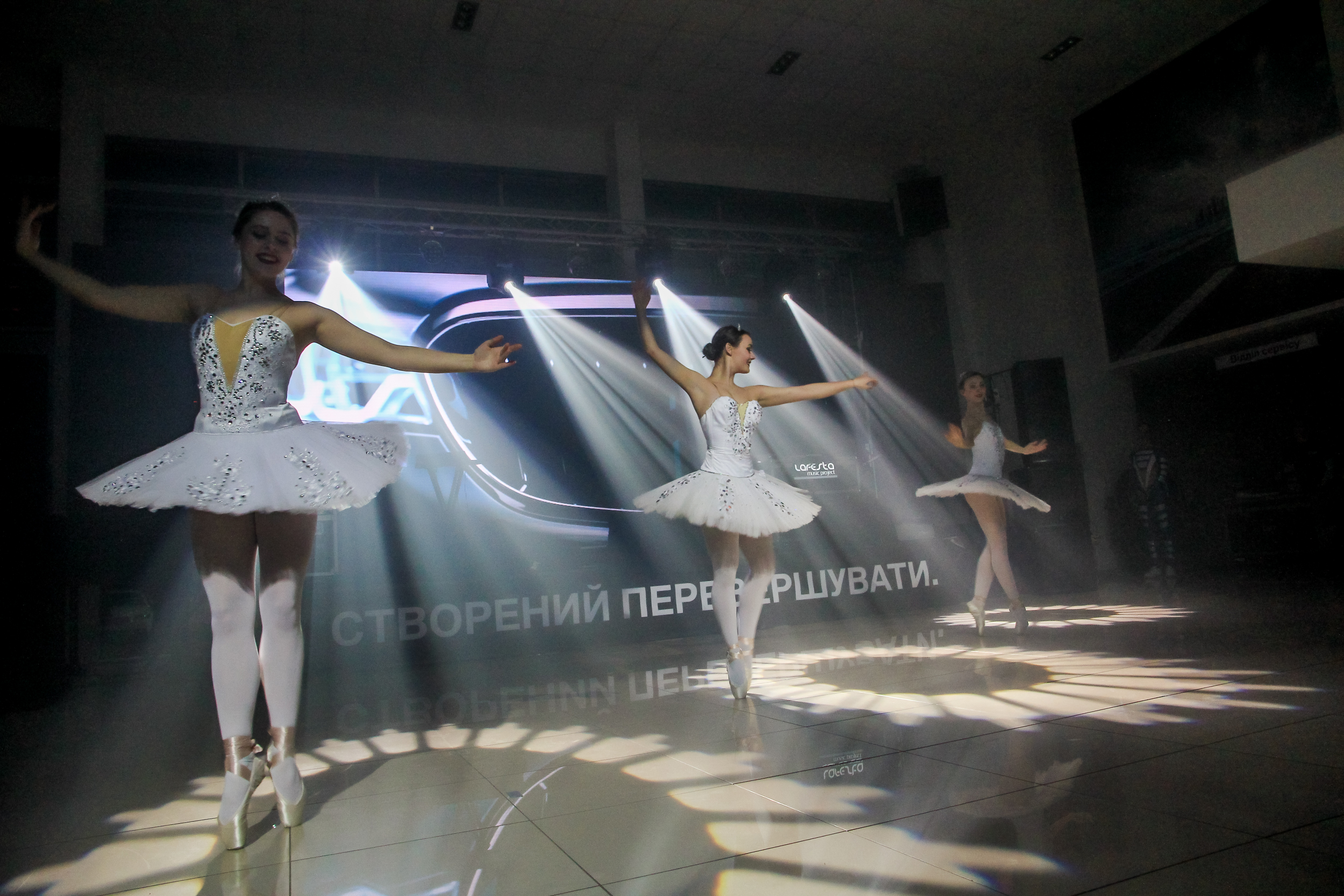 Отрывок из балета на презентации BMW 5-Series Nikolaev
