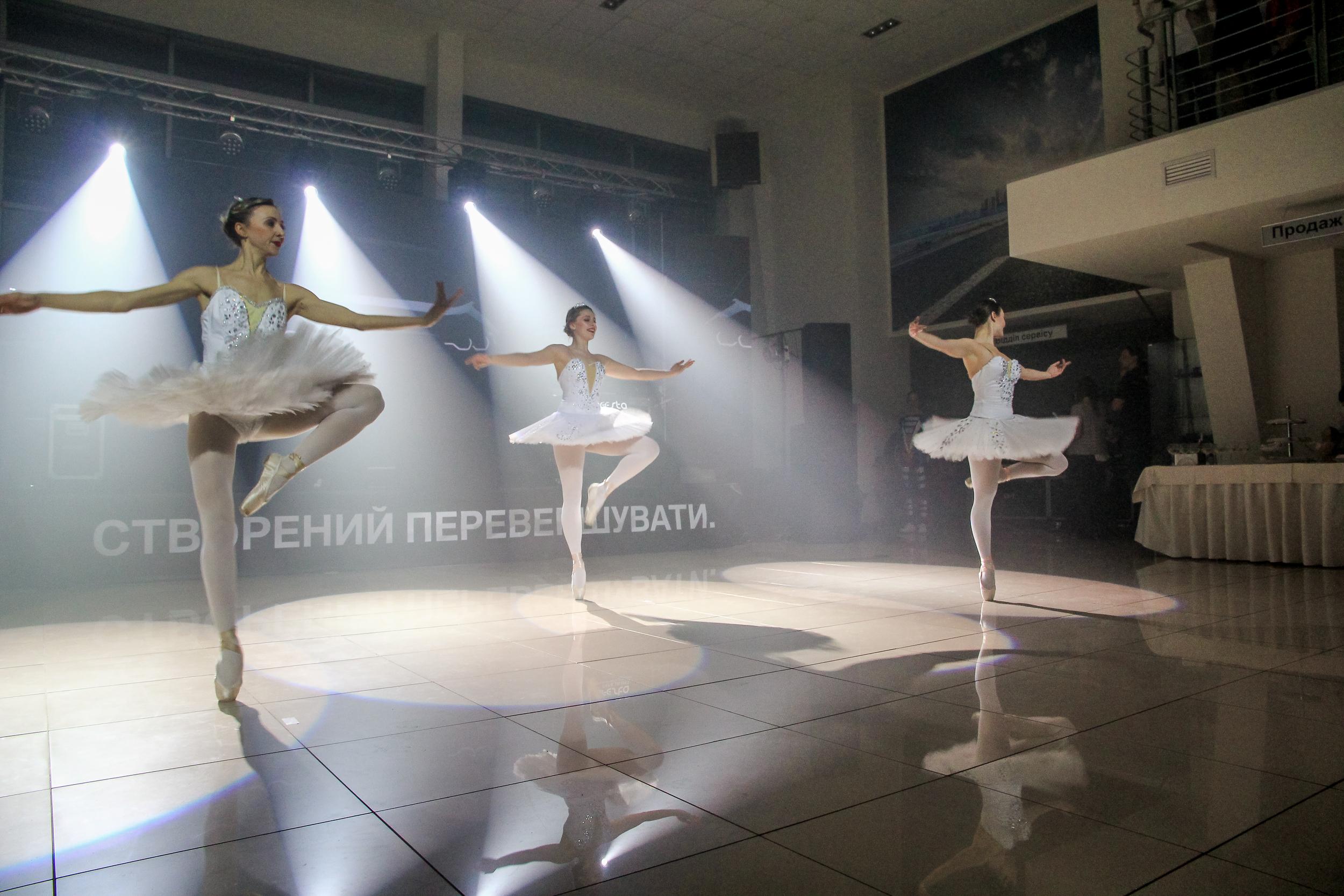 Балетные партии артистов на презентации BMW Николаев