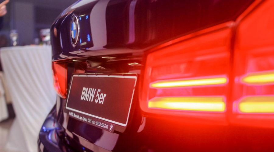 Задние фары нового автомобиля BMW 5-Серии