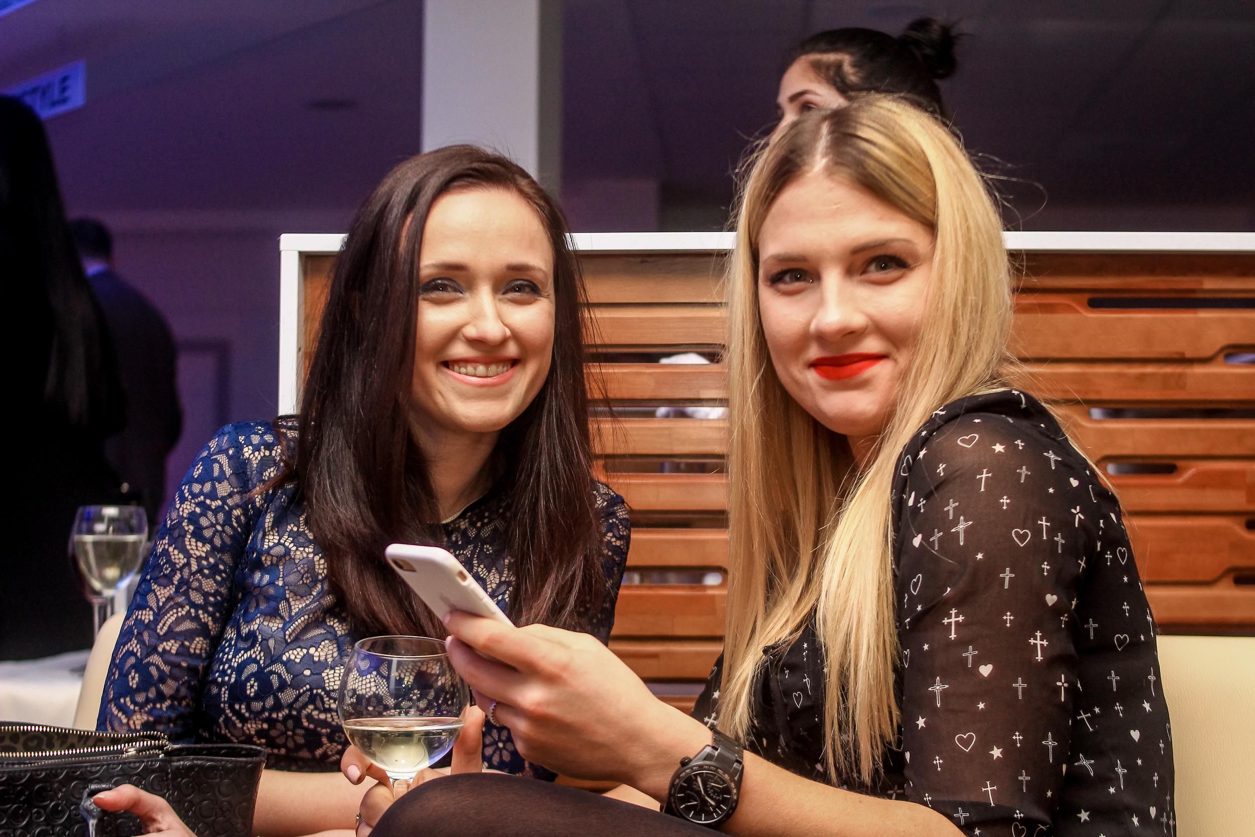 Ольга Харлан с подругой на презентации BMW Николаев