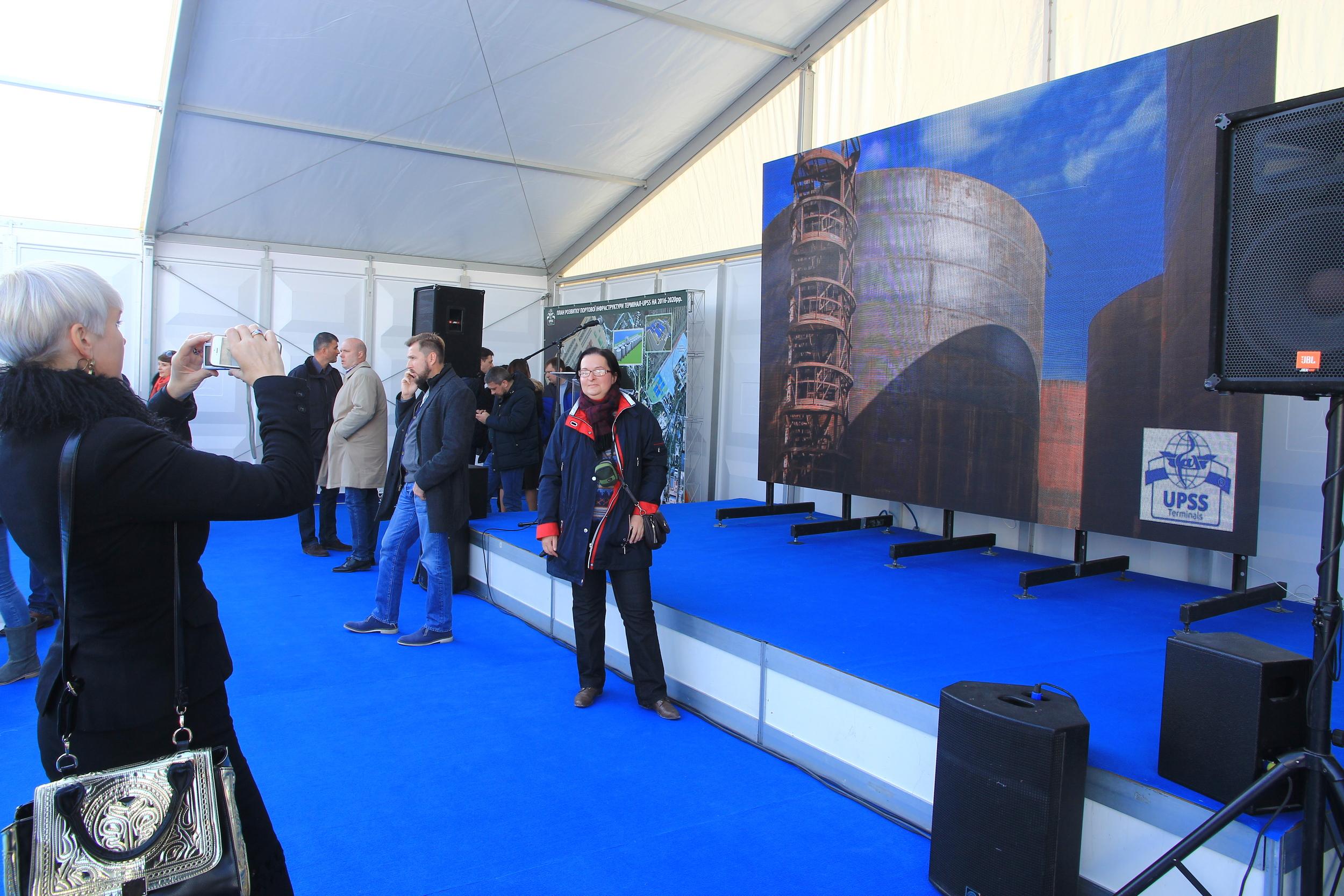 Гости официального открытия терминала UPSS в фото-зоне
