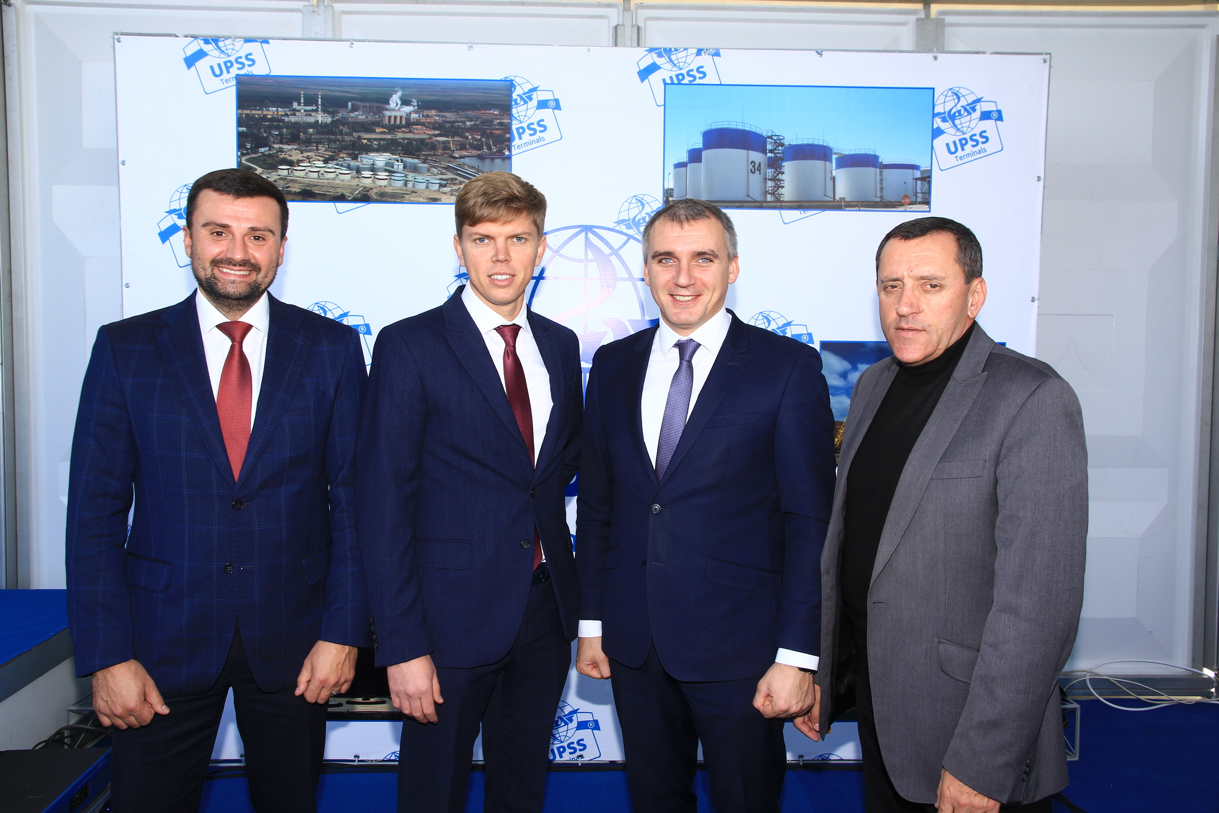 Александр Сенкевич с гостями на открытие терминалов UPSS Николаев