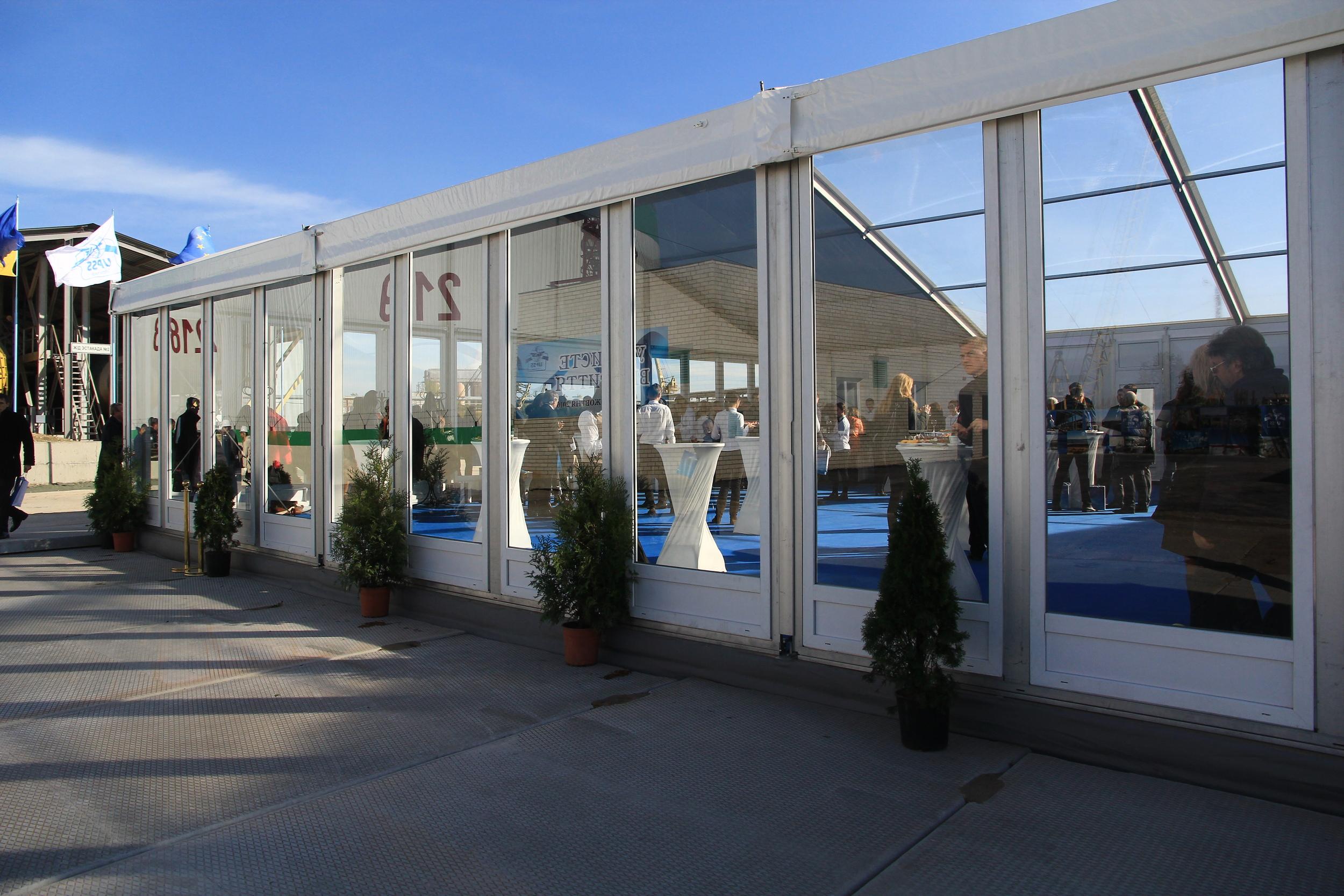 Закрытая фуршетная зона на открытии терминалов UPSS в Николаеве