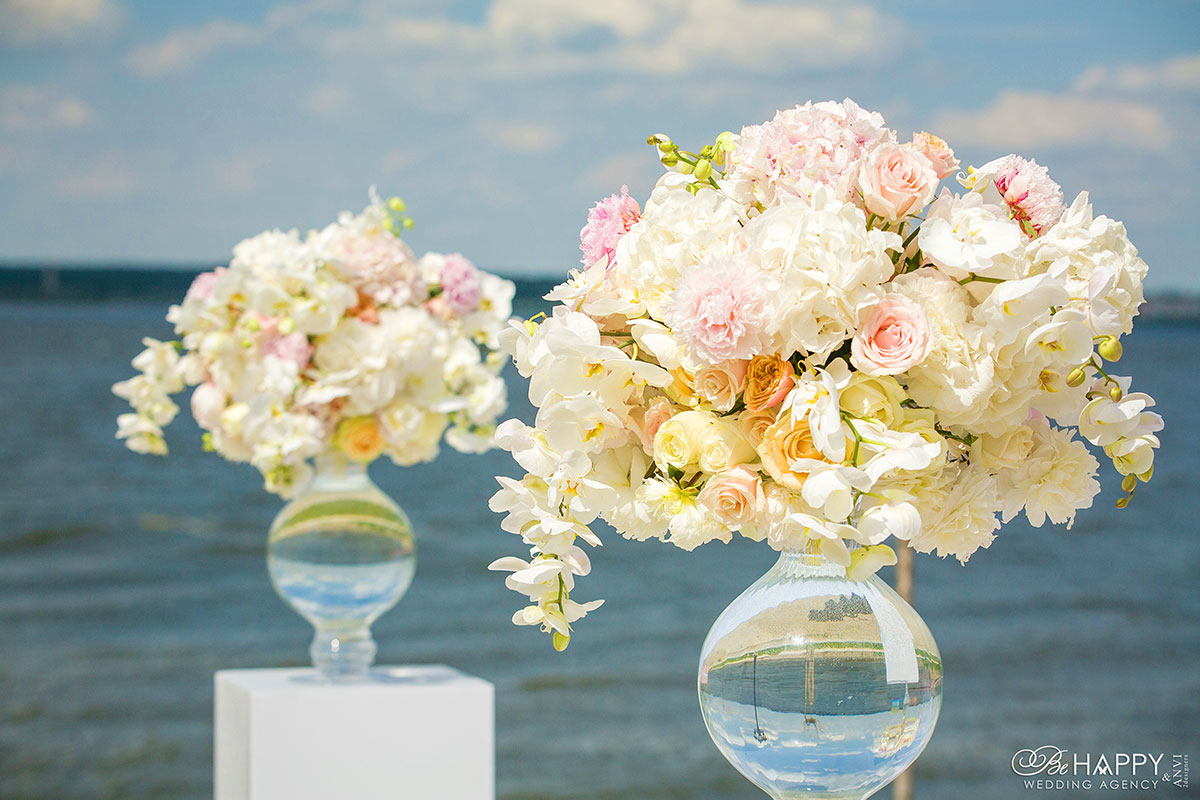 Цветочная композиция с живыми орхидеями свадебный декор