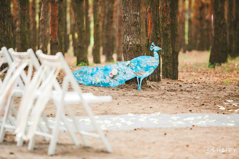 Декоративный павлин свадьба в лесу Николаев