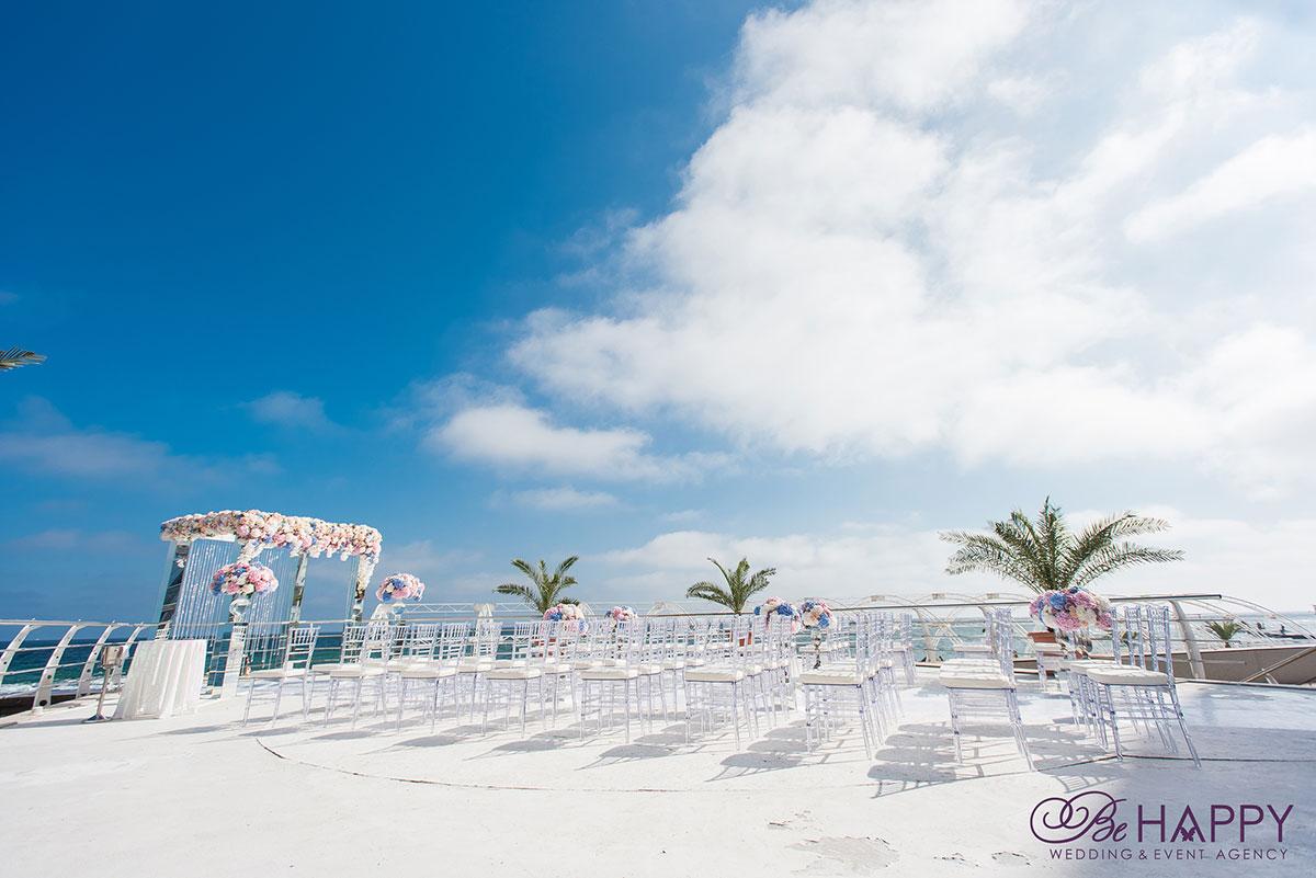 Фото зоны проведения свадебной церемонии и мест для гостей