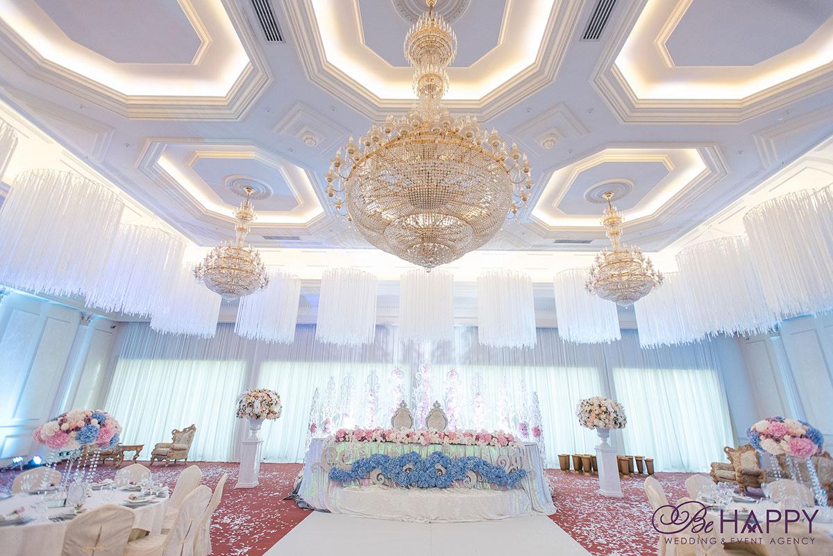 Фото стола жениха и невесты роскошная свадьба бихеппи