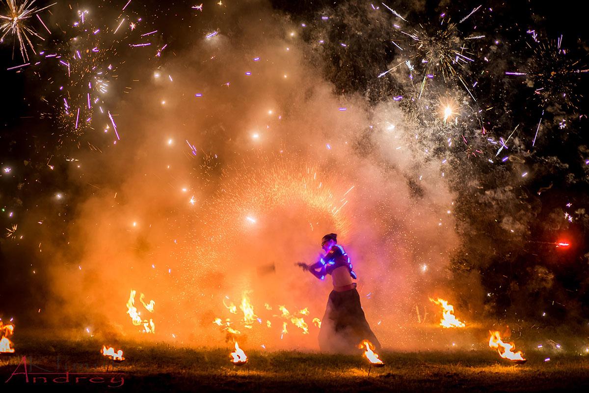 Праздничный фейерверк и фаер шоу свадьба Би Хеппи