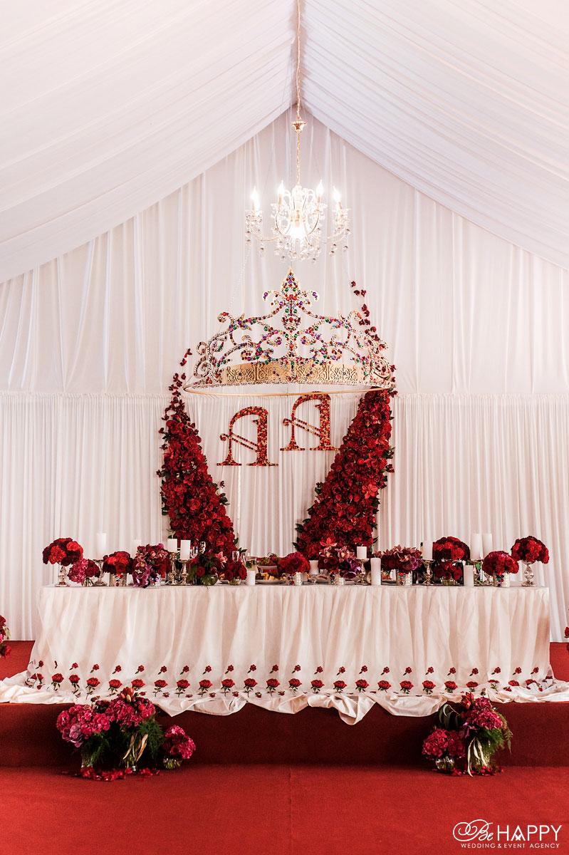 Фото стола жениха и невесты свадебный шатер бихеппи Николаев