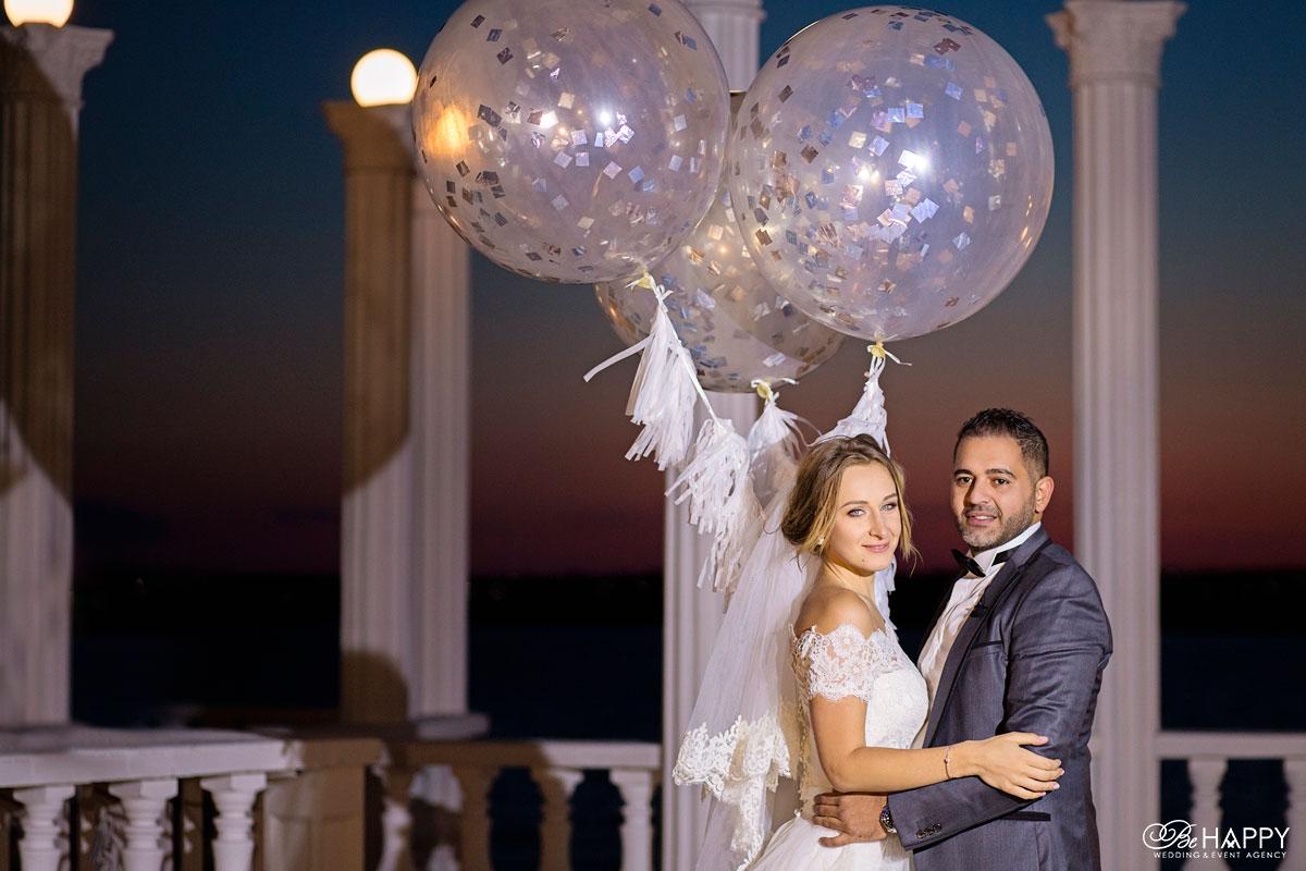 Фото жениха и невесты воздушные шары свадебный декор