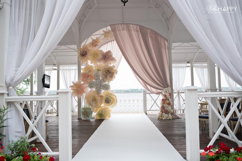 Место проведения свадебной церемонии и свадебная арка бихеппи Николаев