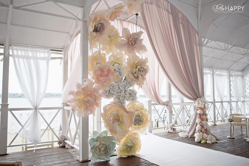 Зона проведения выездной свадебной церемонии декор Би Хеппи
