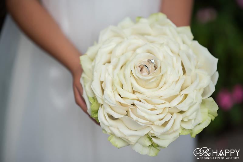 Королевская роза с обручальными кольцами Николаев