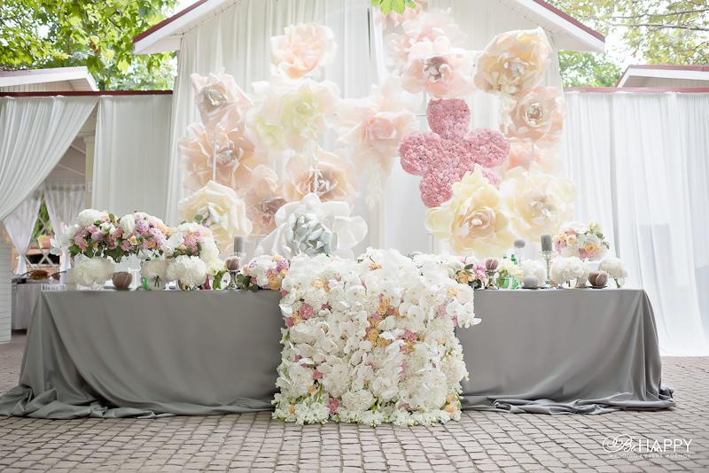 Стол молодоженов декор из живых и декоративных цветов Би Хеппи