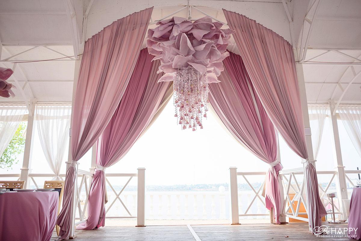 Оформление банкетного зала в розовых тонах Би Хеппи Николаев