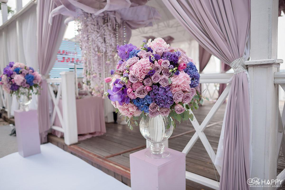 Букет из роз и разноцветных гортензий выездная церемония Николаев