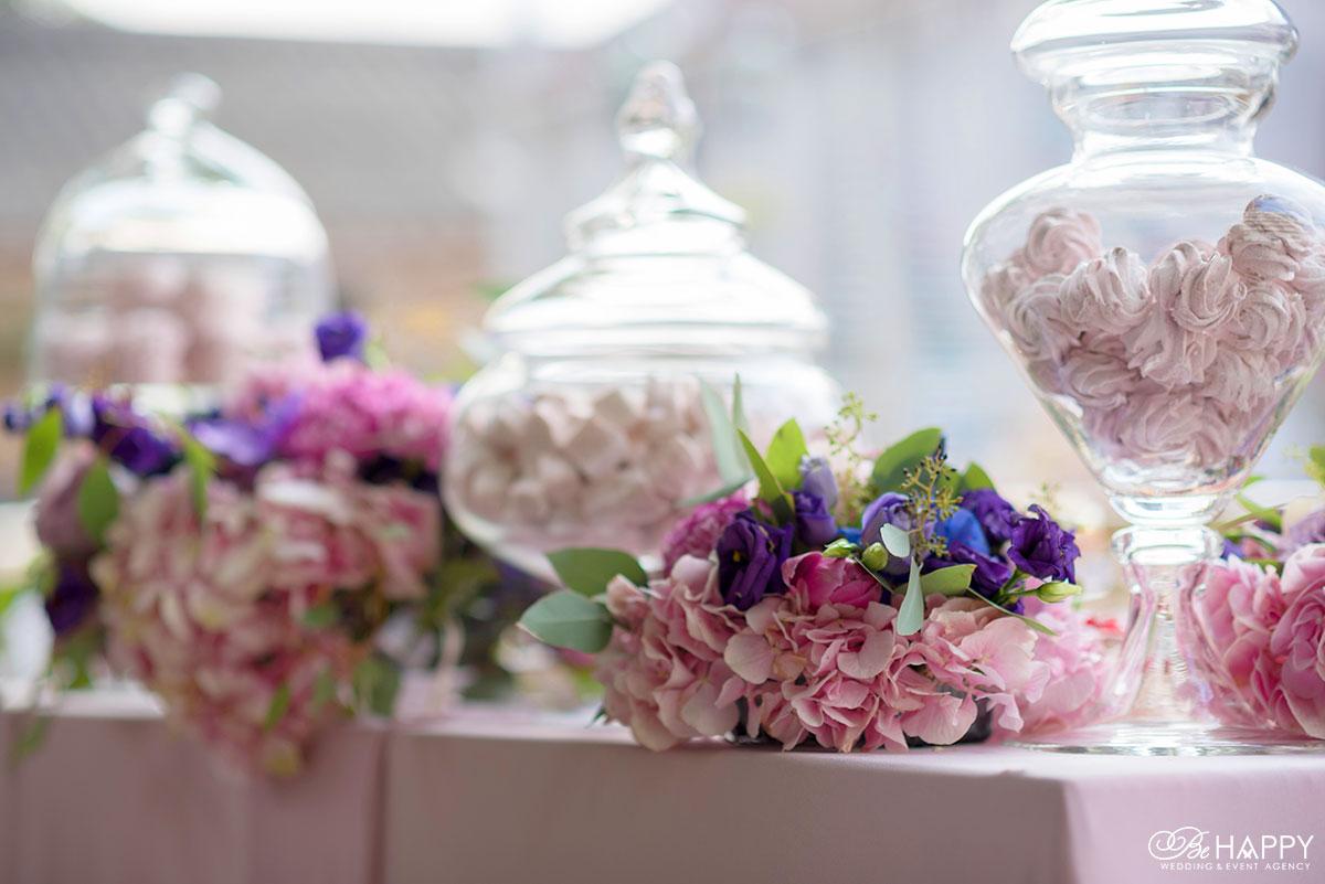 Свадебная флористика букет из разноцветных гортензий Би Хеппи