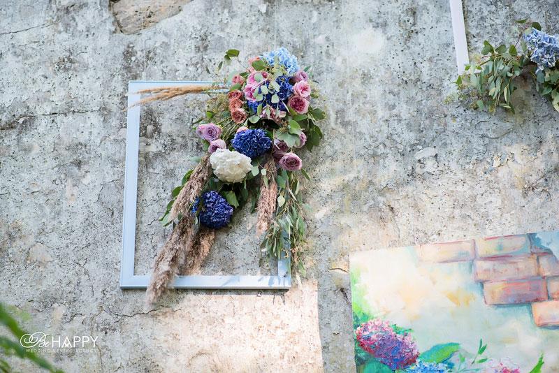 Цветочная композиция в декоративной рамке свадебный декор
