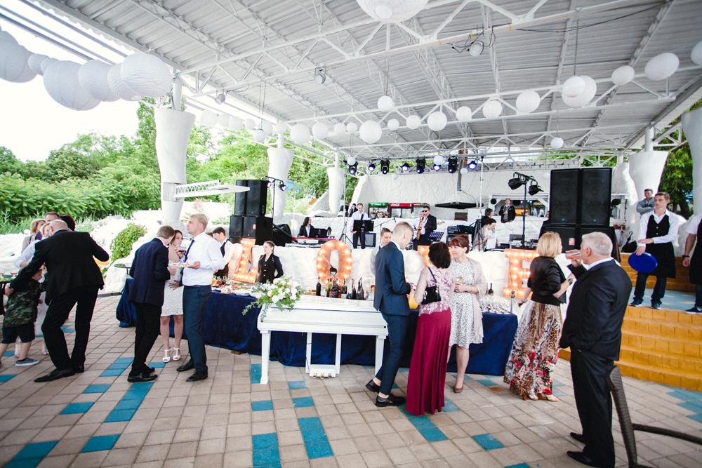 Фуршетная зона для гостей свадьба Балдино Николаев