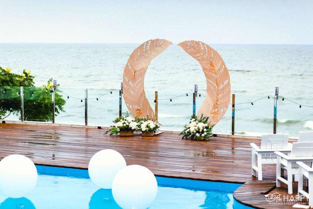 Балдино свадебная арка в виде перьев выездная церемония Би Хеппи
