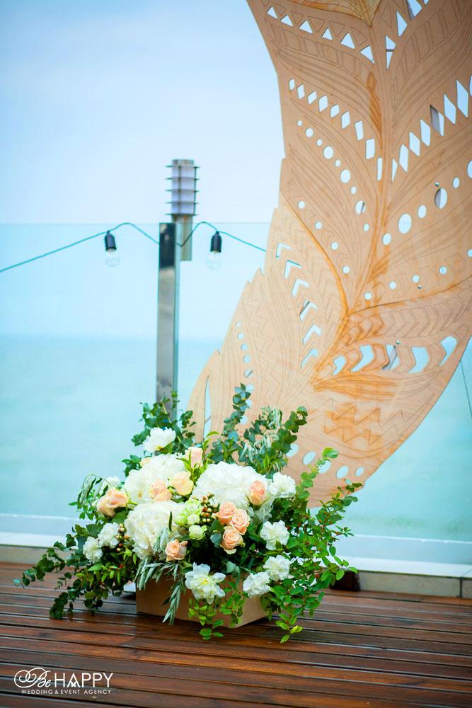 Свадебная арка в виде перьев с живыми цветами свадебный декор
