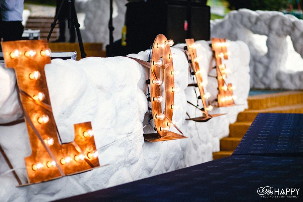 Буквы LOVE с подсветкой свадебный декор Балдино Би Хеппи