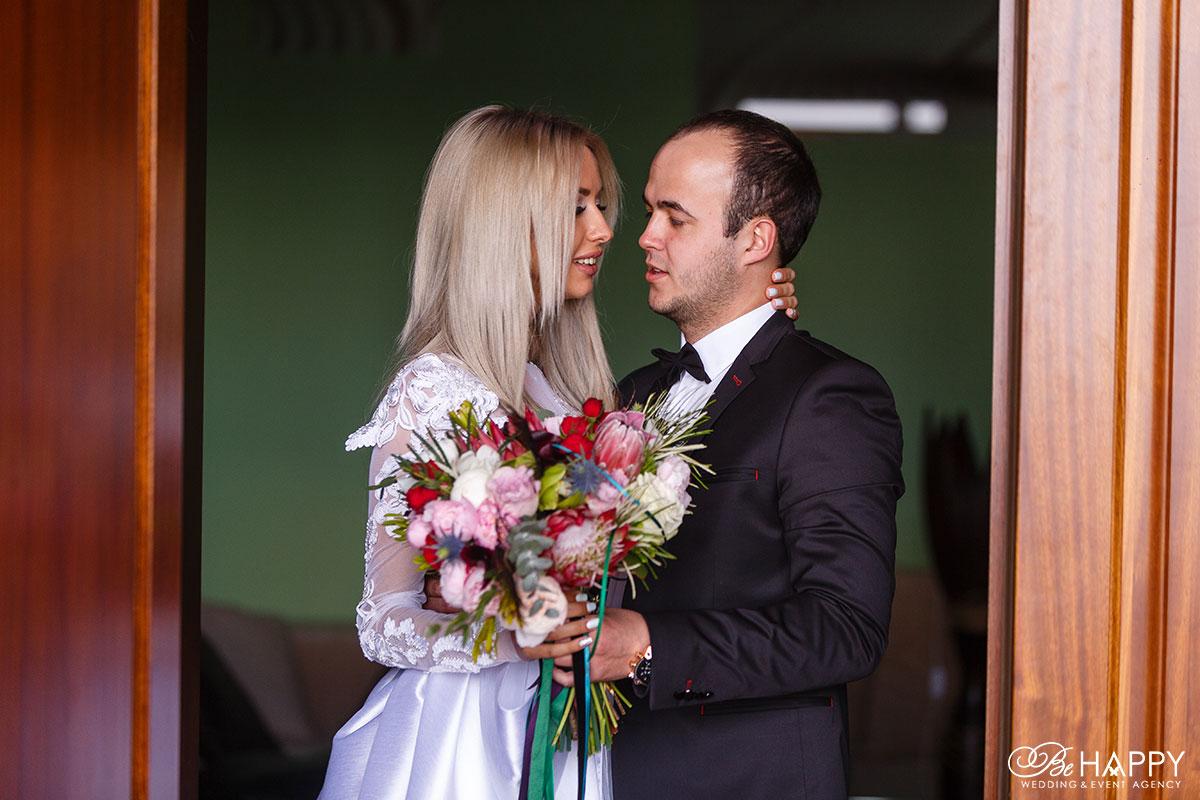 Встреча молодоженов в доме невесты свадьба Николаев