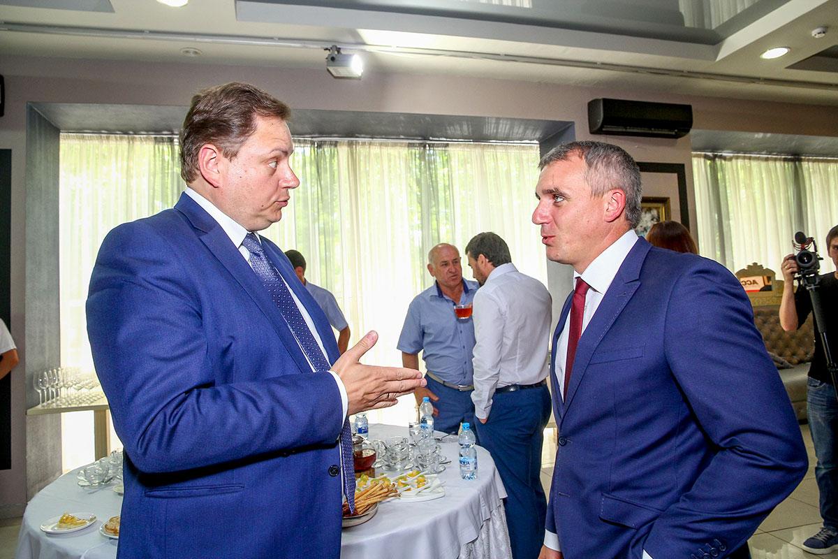 Фото мэра Николаева Александра Сенкевича Би Хеппи
