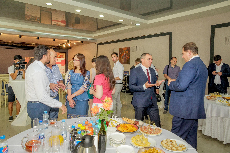 Оформление фуршета для деловой конференции Би Хеппи Николаев