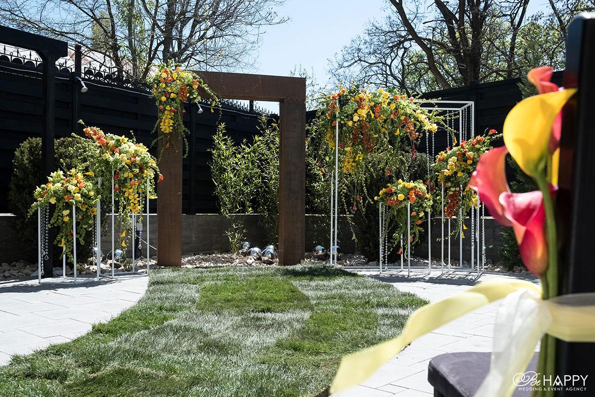 Выездная свадебная церемония свадебный декор с живыми цветами Николаев