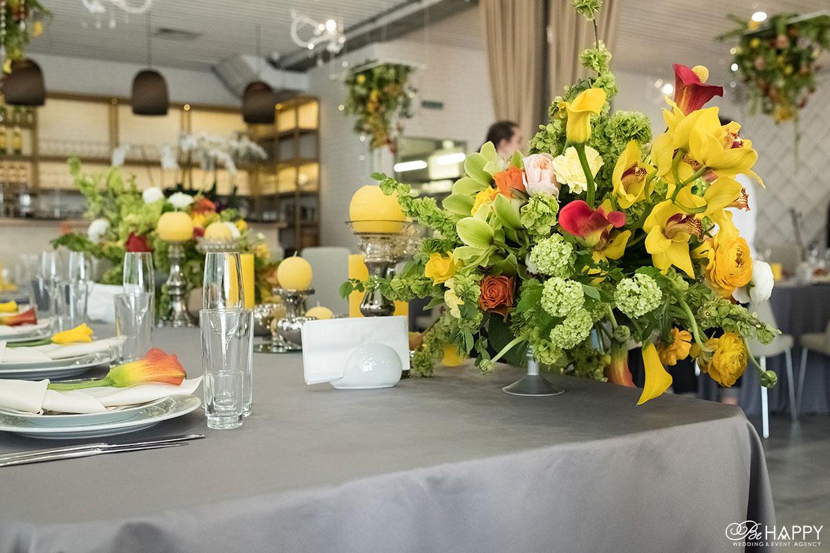 Банкетный стол сервировка и оформление живыми орхидеями