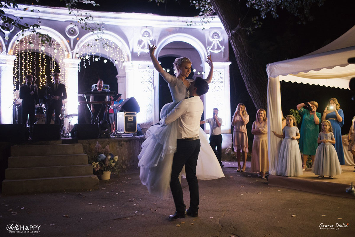 Танец жениха и невесты организация выездной церемонии под ключ бихеппи