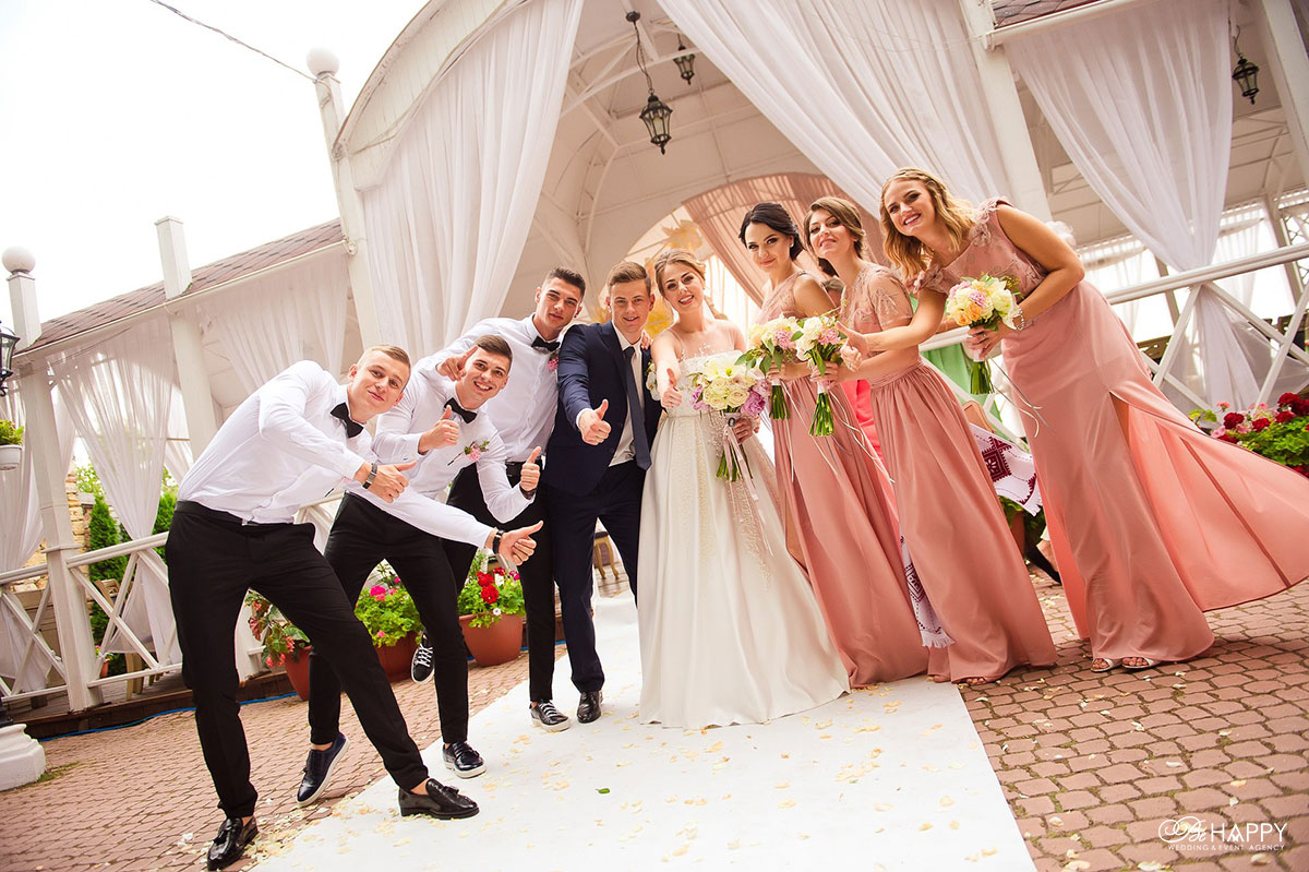 Свадебная фотосессия молодожены со свидетелями Николаев