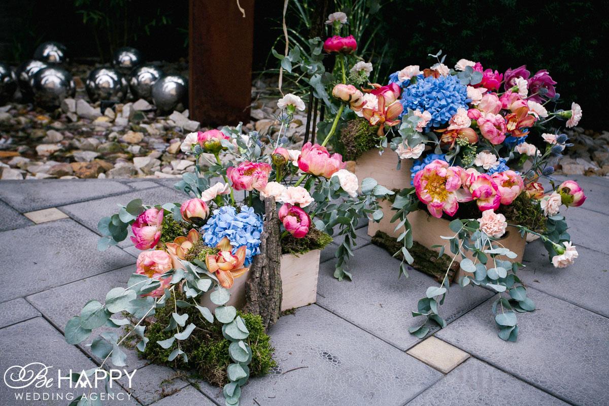 Цветочные композиции в деревянных горшках свадебный декор Николаев