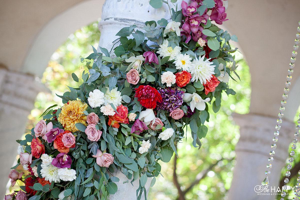 Свадебная арка украшение живыми цветами свадебная флористика Би Хеппи
