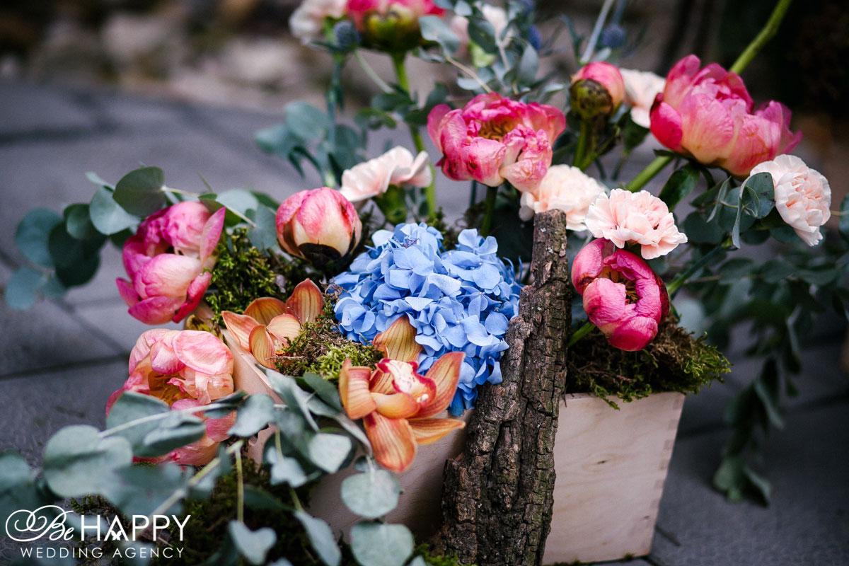 Композиция из орхидей, пионовидных роз и гортензий свадебная флористика