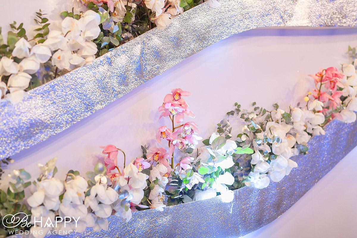 Декоративное оформление банкетного зала живыми орхидеями