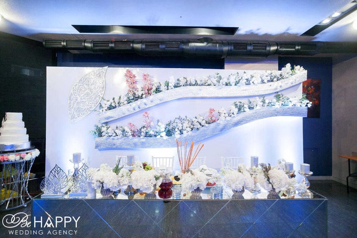 Роскошное оформление стола для жениха и невесты Бихеппи Николаев