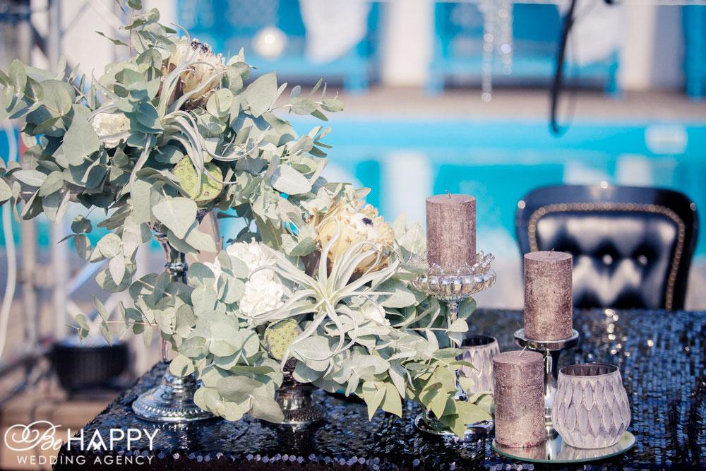 Свадебная флористика живые цветы и свечи стол молодоженов