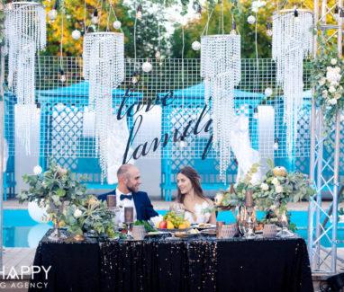 Роскошный стол молодоженов свадебный декор бихеппи