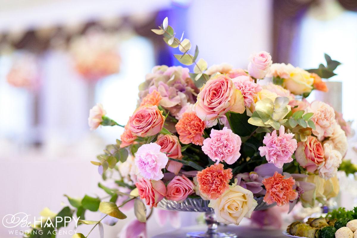 Букет из гвоздик, роз, гортензий и орхидей свадьба Николаев