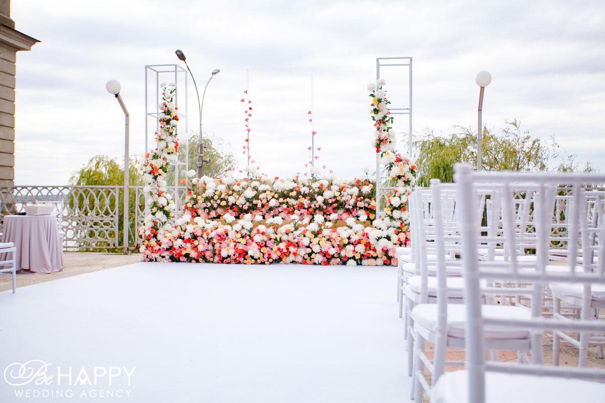 Свадьба под ключ зона проведения церемонии и места для гостей