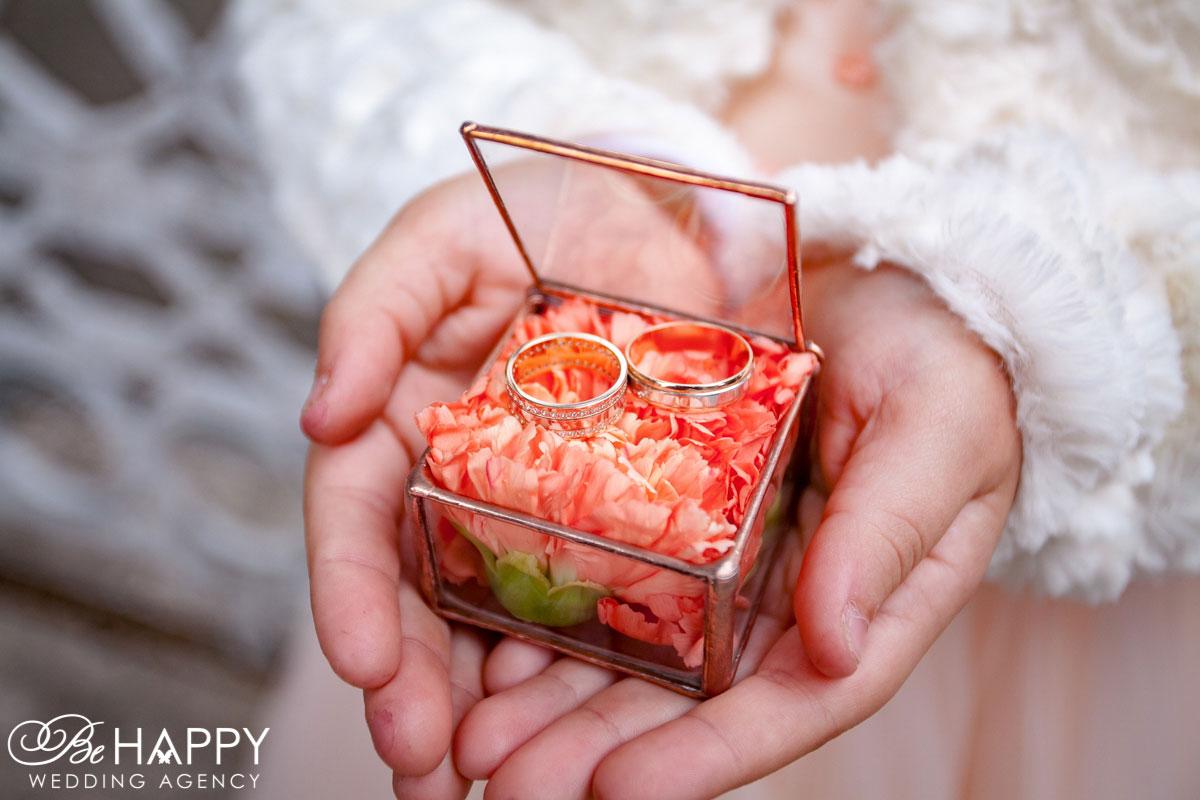 Стеклянная коробочка для колец с живыми цветами Николаев